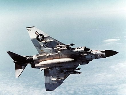 440px-F-4J_VF-96_Showtime_100_armed_from_below